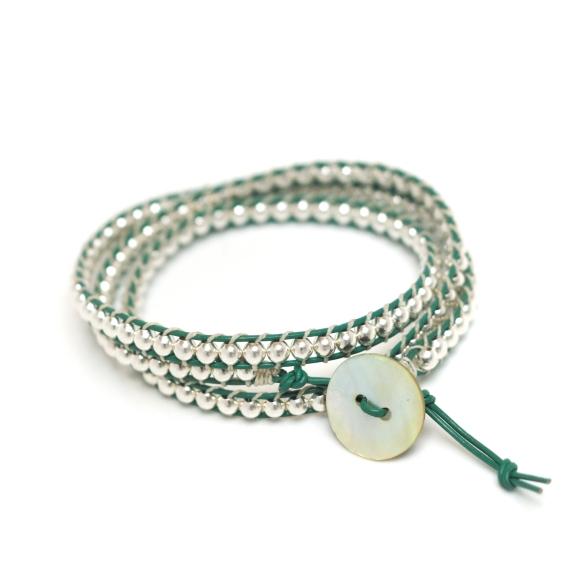 Le bracelet tendance et fashion!! L'objet indispensable. Plus qu'un en vert disponible pour Noël! ♥